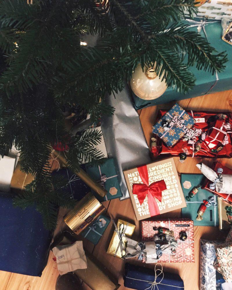 Frohe Weihnachten Besinnlich.Frohe Weihnachten Und Besinnliche Stunden Mit Der Familie